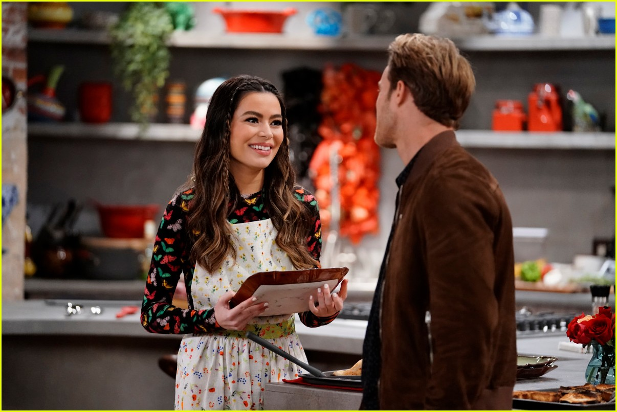 miranda cosgrove cooks up an icarly delicacy on this weeks episode 07
