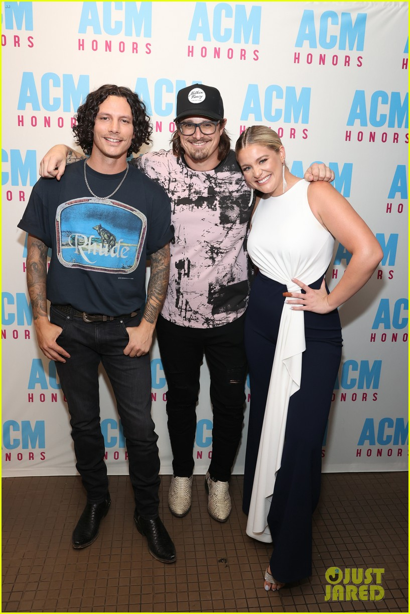 raelynn steps out for acm honors 9 months pregnant 09