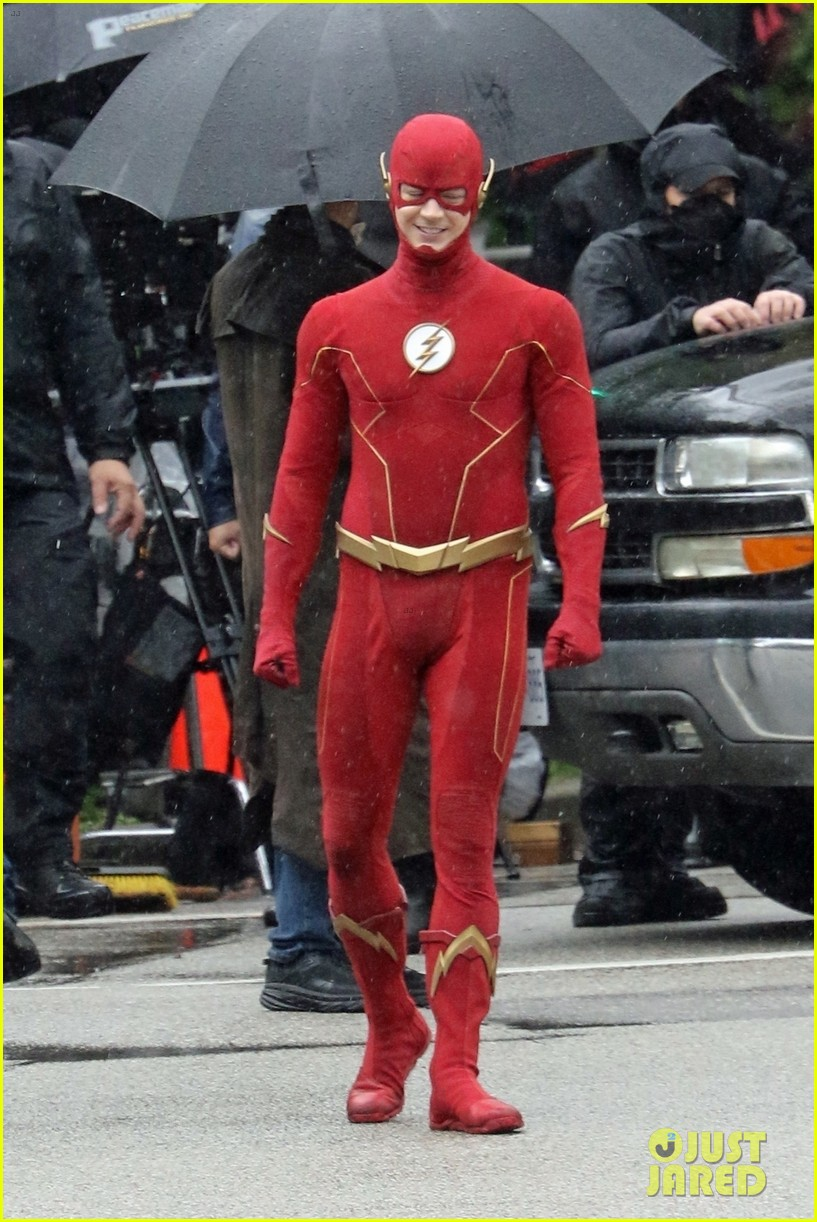 grant gustin photographed on the flash set for first time in season 8 01