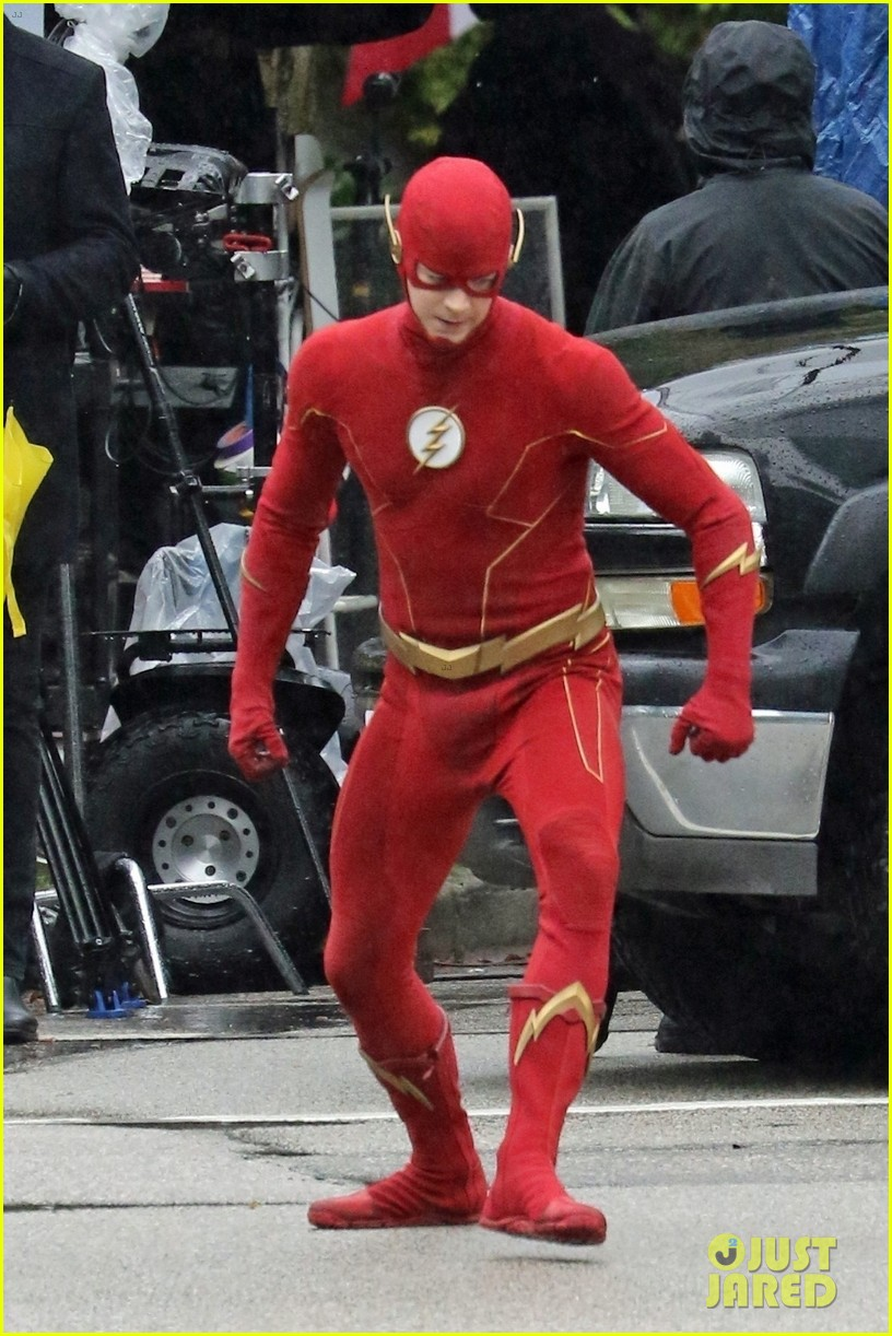grant gustin photographed on the flash set for first time in season 8 05