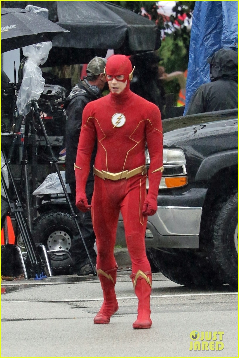 grant gustin photographed on the flash set for first time in season 8 06