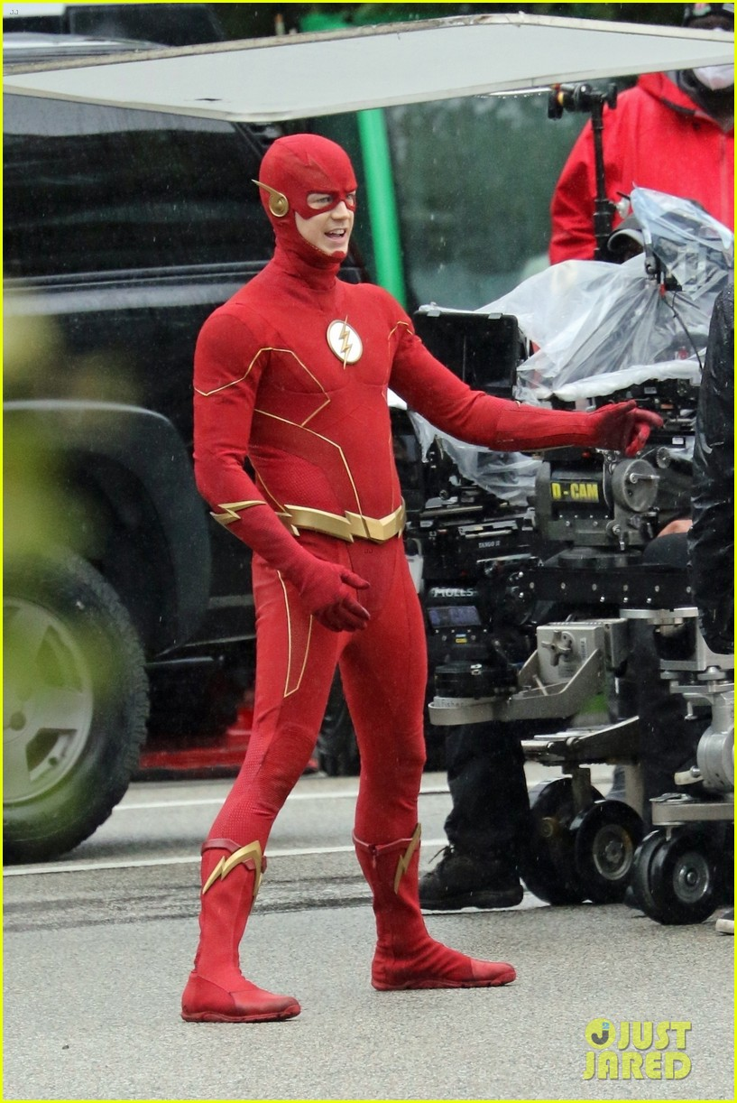 grant gustin photographed on the flash set for first time in season 8 08