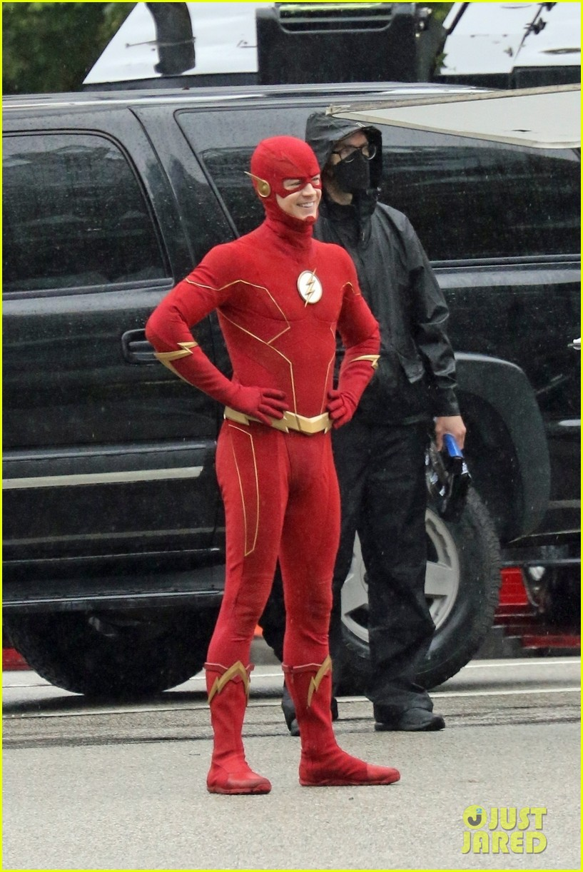 grant gustin photographed on the flash set for first time in season 8 11