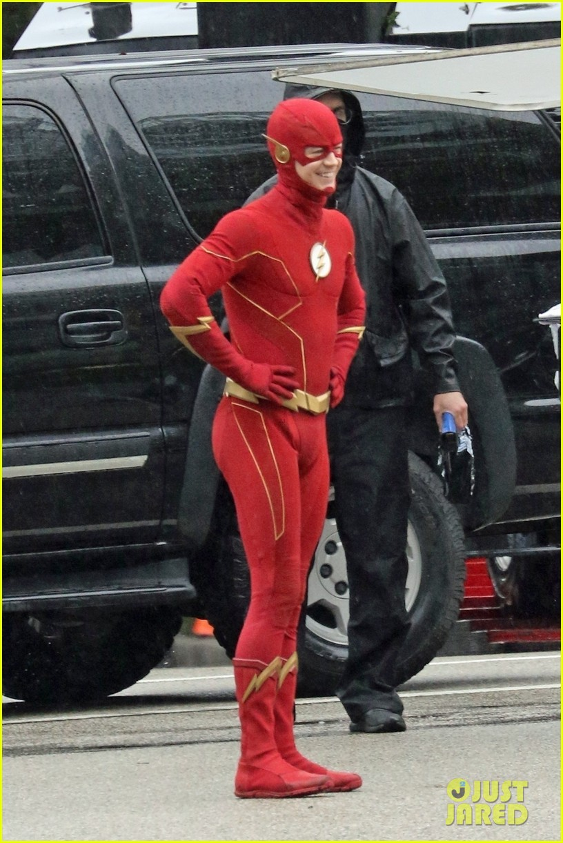 grant gustin photographed on the flash set for first time in season 8 12