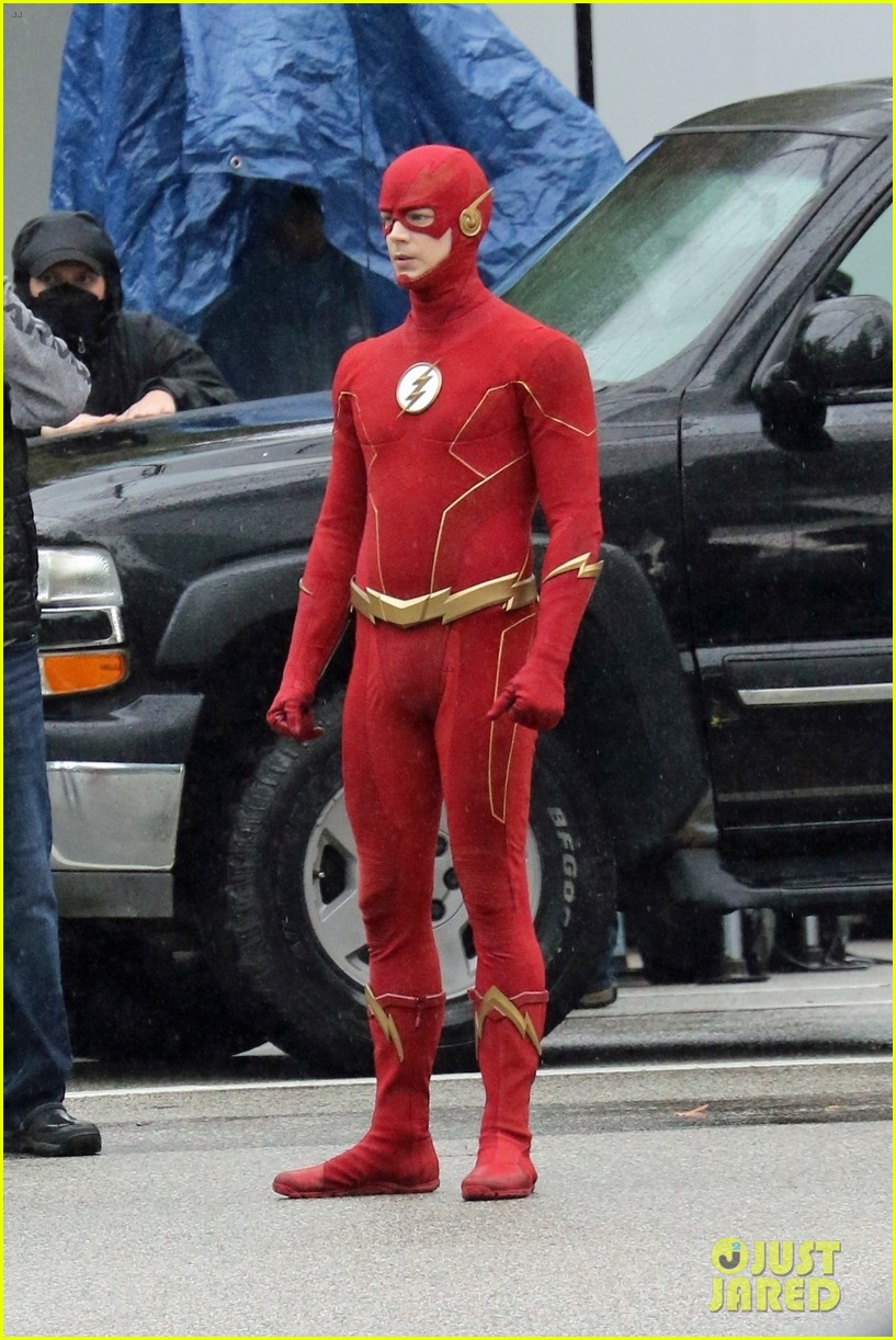 grant gustin photographed on the flash set for first time in season 8 13