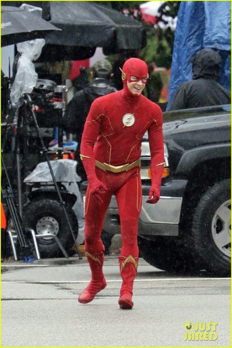 grant gustin photographed on the flash set for first time in season 8 18