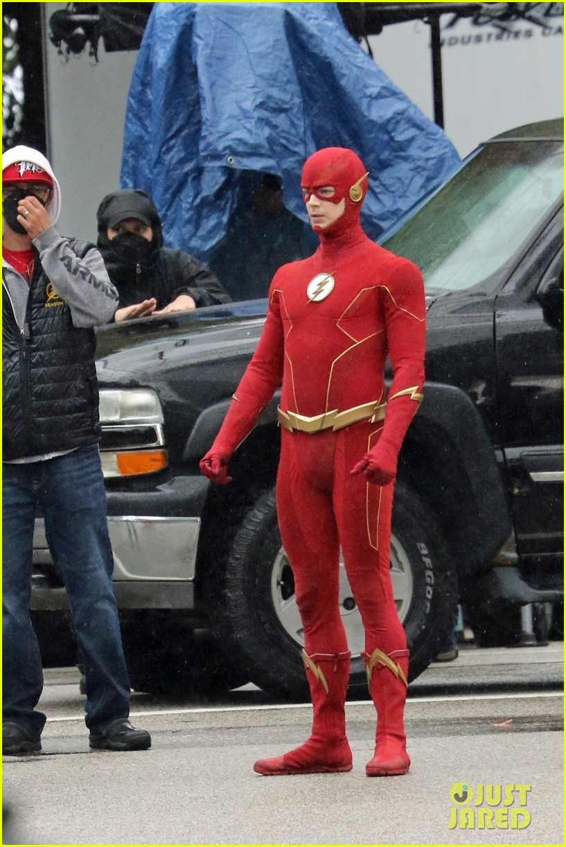 grant gustin photographed on the flash set for first time in season 8 19