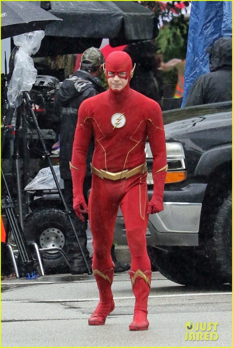 grant gustin photographed on the flash set for first time in season 8 21