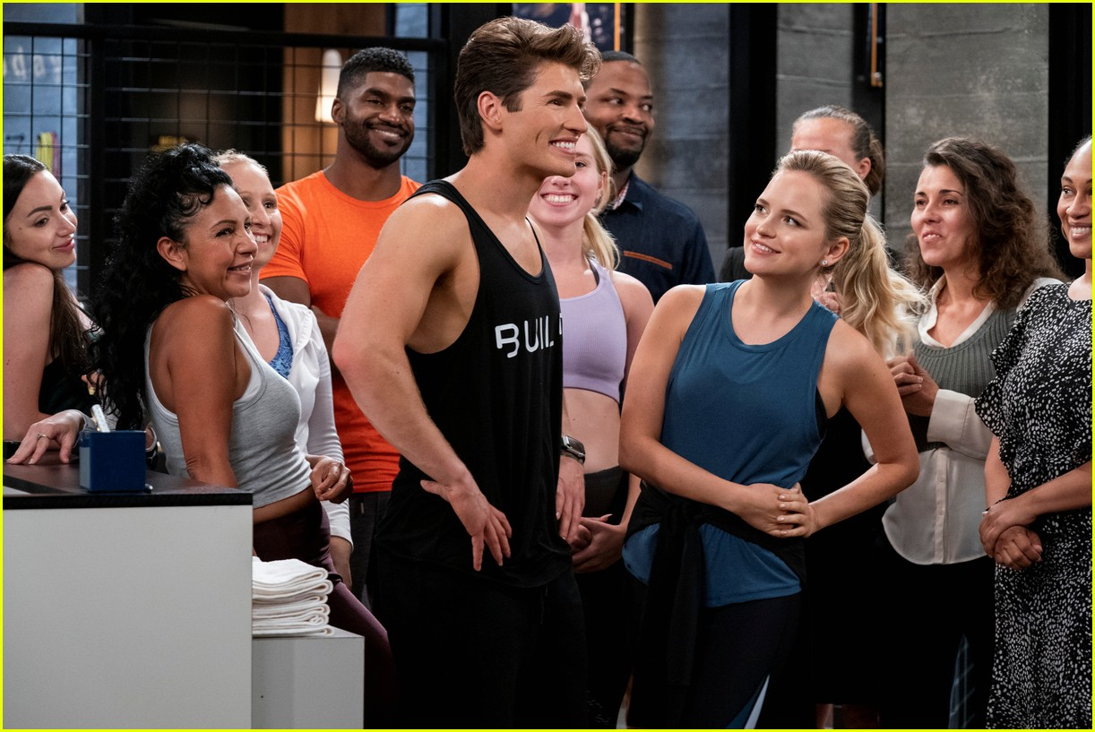 gregg sulkin shows off ripped abs in pretty smart trailer with emily osment 14