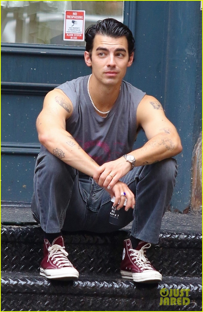 joe jonas shows off tattooed arms wearing sleeveless shirt in nyc 12