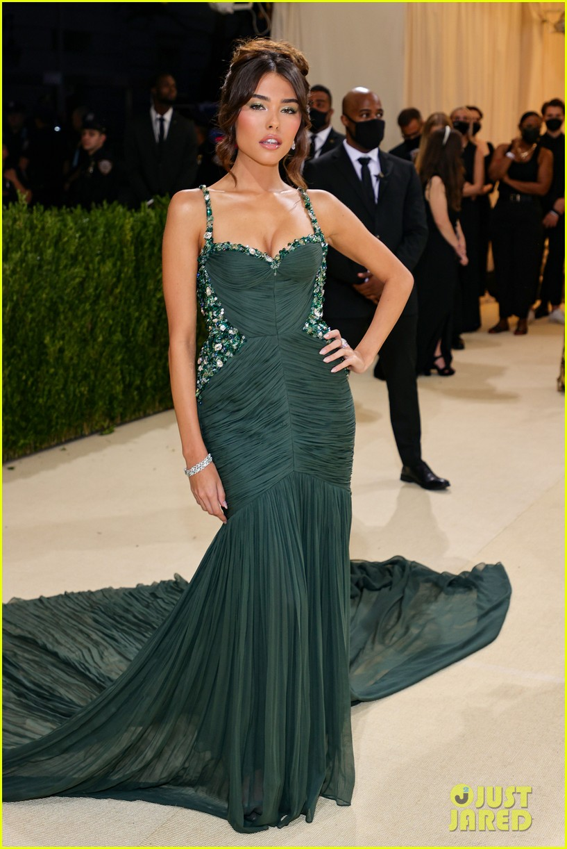 madison beer has a moment at met gala 2021 07