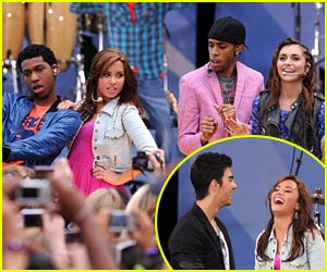 Camp Rock 2 Cast Rocks Out Rumsey Playfield