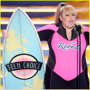 Rebel Wilson Meets One Direction at Teen Choice Awards!