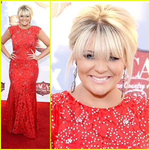 Lauren Alaina: American Country Awards 2013; Debuts 'My Grown Up Christmas List'