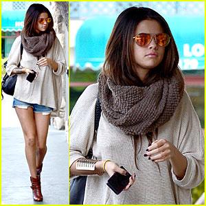 Selena Gomez: Leggy Lunch at Little Cafe!