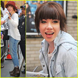 Carly Rae Jepsen Is Back To Brunette; Greets Fans Outside Theater