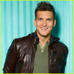 Scott Michael Foster Thanks Fans Following [SPOILER] on 'Chasing Life'