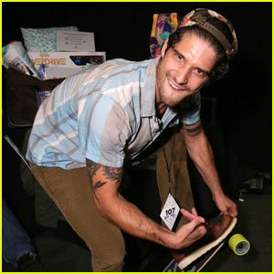 Tyler Posey Skateboards Backstage at the Teen Choice Awards 2016!