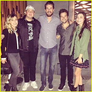 Nathan Kress, Miranda Cosgrove & Jennette McCurdy Reunite with 'iCarly' Cast