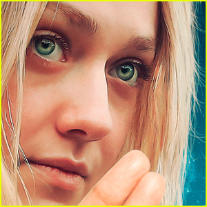 Dakota Fanning Runs Away to Deliver a Script in 'Please Stand By' Trailer - Watch!