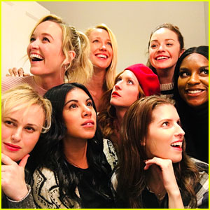 'Pitch Perfect' Bellas Are Obsessed With Each Other In Real Life