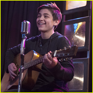 Asher Angel Will Make You Swoon With 'Being Around You' Performance From 'Andi Mack' - Watch Now!