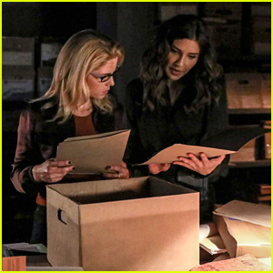 Felicity, Dinah & Laurel Work Together on Tonight's New 'Arrow'