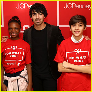 Joe Jonas Helps Kids With Their Holiday Shopping at JCPenney!