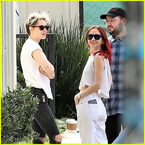 Kristen Stewart & Rumored New GF Sara Dinkin Grab a Juice Drink Together!