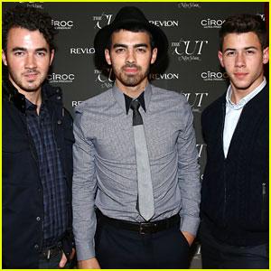Jonas Brothers Reunite, Will Release New Single Tonight!