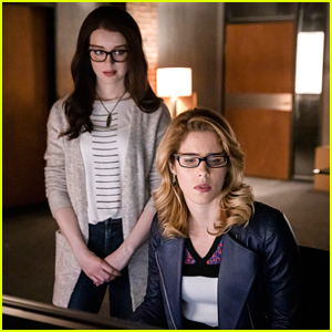 Felicity Launches Smoak Tech on Tonight's 'Arrow'!