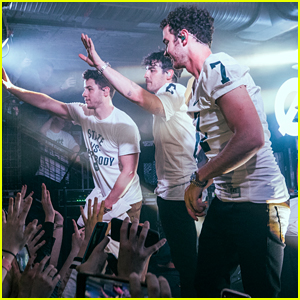 Lucky College Students Get Surprise Jonas Brothers Concert!