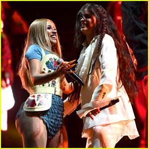 Selena Gomez Makes Coachella Debut with Surprise Performance!