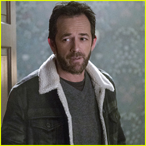 'Riverdale' Showrunner Opens Up About When & How Luke Perry Will Written Off The Show