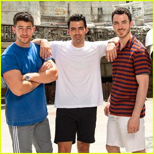Nick, Joe, & Kevin Jonas Get an Early Visit at Star Wars Land!