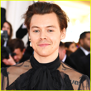 Harry Styles To Host & Perform on 'SNL' Next Month!