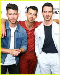 Jonas Brothers Scare Unsuspecting Fans at 'Ellen Show'