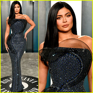 Kylie Jenner Can't Sit Down in Her Dress at Vanity Fair Oscar Party 2020
