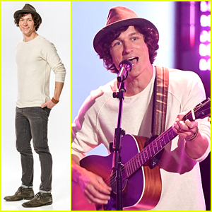 Nick Jonas Joins Kevin Farris On Stage For 'Lovebug' Performance on 'The Voice' - Watch!