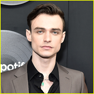 Thomas Doherty Shows Off Abs & New Hair Color In Hot New Selfie