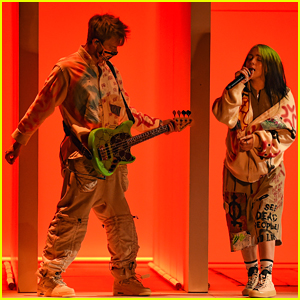 Billie Eilish Sings 'Therefore I Am' at American Music Awards 2020