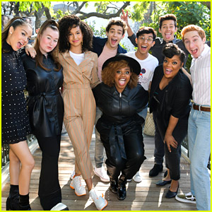 'High School Musical: The Series' Cast Slays 'Wizard of Oz' Group Costume!
