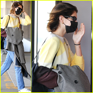 Kaia Gerber Arrives For a Flight Ahead of Thanksgiving