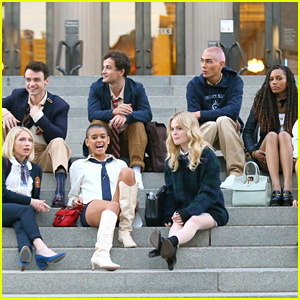 You Have to See These New Pics of Thomas Doherty & the 'Gossip Girl' Cast Filming On The Steps!