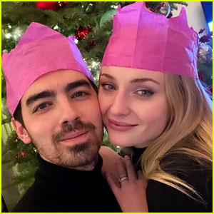 See Joe Jonas & Sophie Turner's Christmas 2020 Selfie!