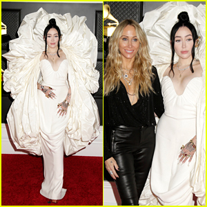 Noah Cyrus Brings Her Mom Tish As Her Grammys 2021 Date!