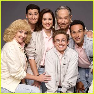 Sean Giambrone, Hayley Orrantia & More 'The Goldbergs' Stars Mourn The Loss of George Segal