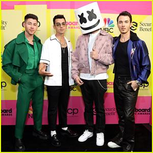 Nick Jonas Joined By Jonas Brothers & Marshmello On Billboard Music Awards 2021 Carpet