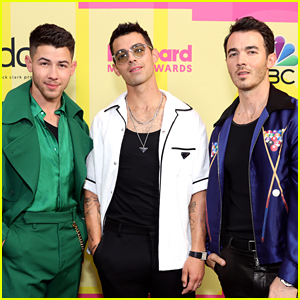 Joe Jonas Reveals What The Jonas Brothers' Group Chat Name Is!
