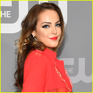 Elizabeth Gillies To Make Directorial Debut On 'Dynasty' This Week!